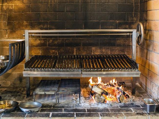 De BBQ met hout in plaats van houtskool stoken? En waarom niet