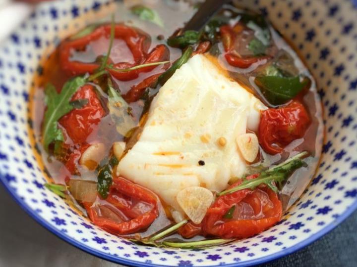 Soep van zongedroogde tomaten en kabeljauw
