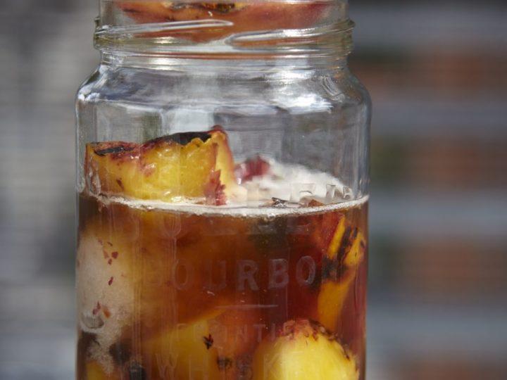 Smoked icetea met gegrilde perzikken, sorbet van perzik