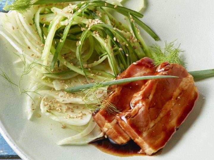 Aziatisch buikspek met venkel en komkommer