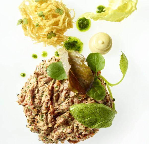 Aziatische steak tartaar met pommes pailles