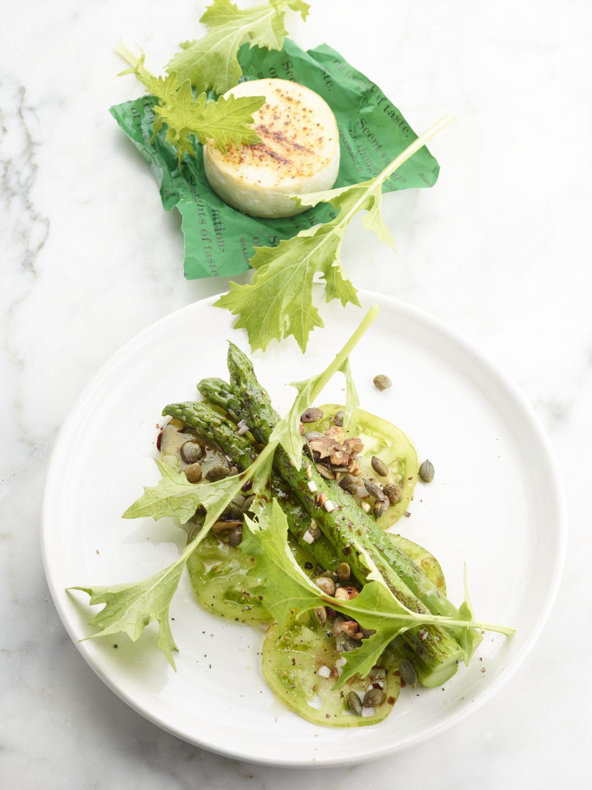 Carpaccio van groene tomaat met asperges, noten en geitenkaas - Culinaire Ambiance