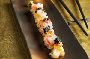 Sashimi van zeebaars met zee-egel en gambero rosso