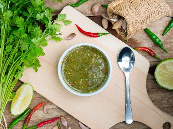 Thaise groene kruidensaus