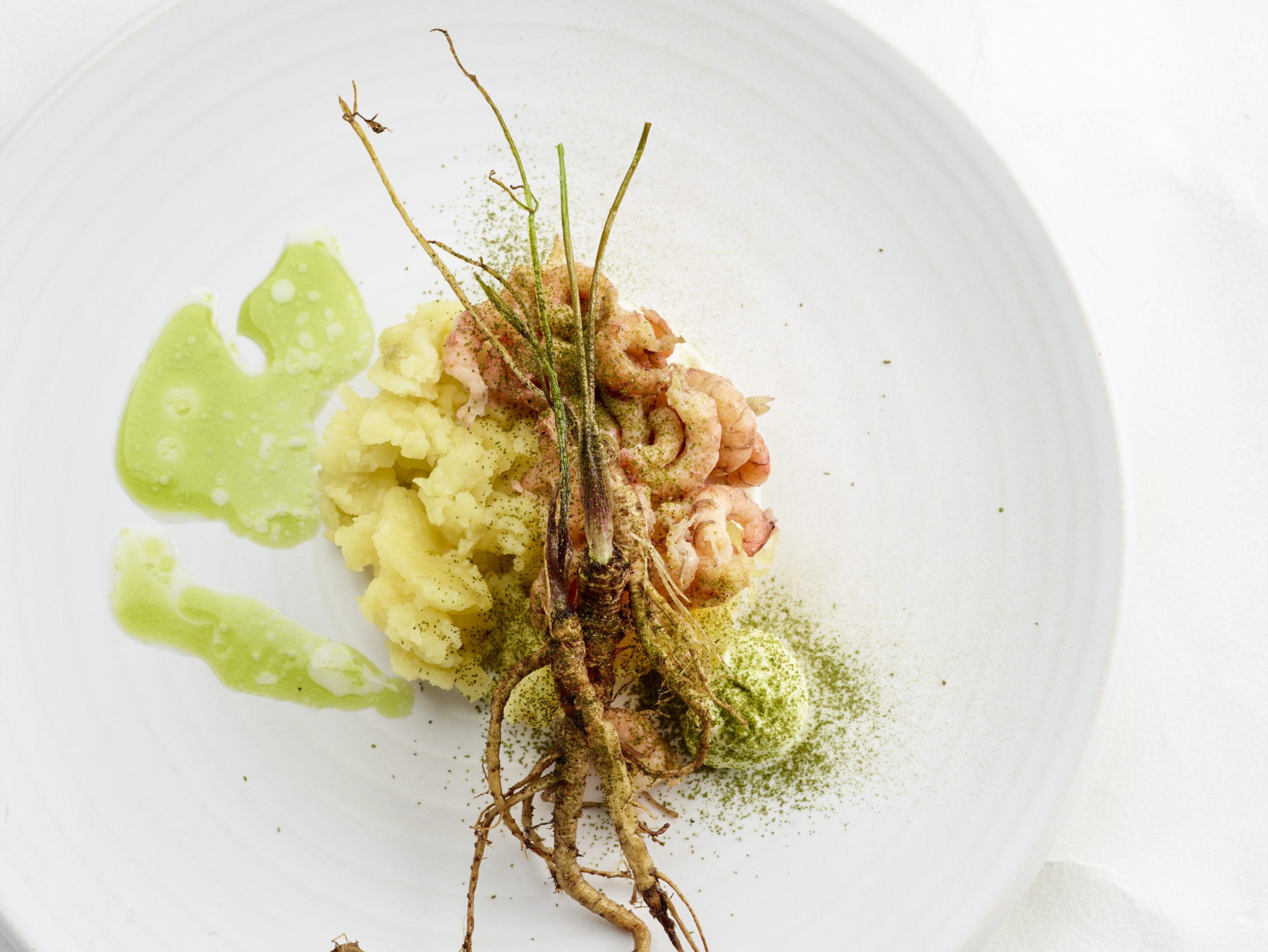 Handgepelde garnalen met geplette aardappel, lavas en karnemelk - Culinaire Ambiance